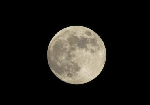 明日は満月の写真
