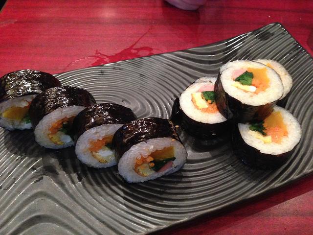 焼き肉屋さんで巻き寿司