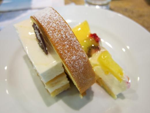 マンゴーのロールケーキ+フルーツタルト+フルーツのなんちゃら