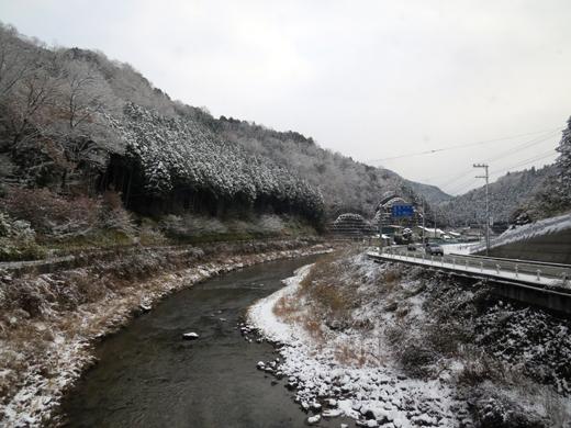 景色は雪雪雪